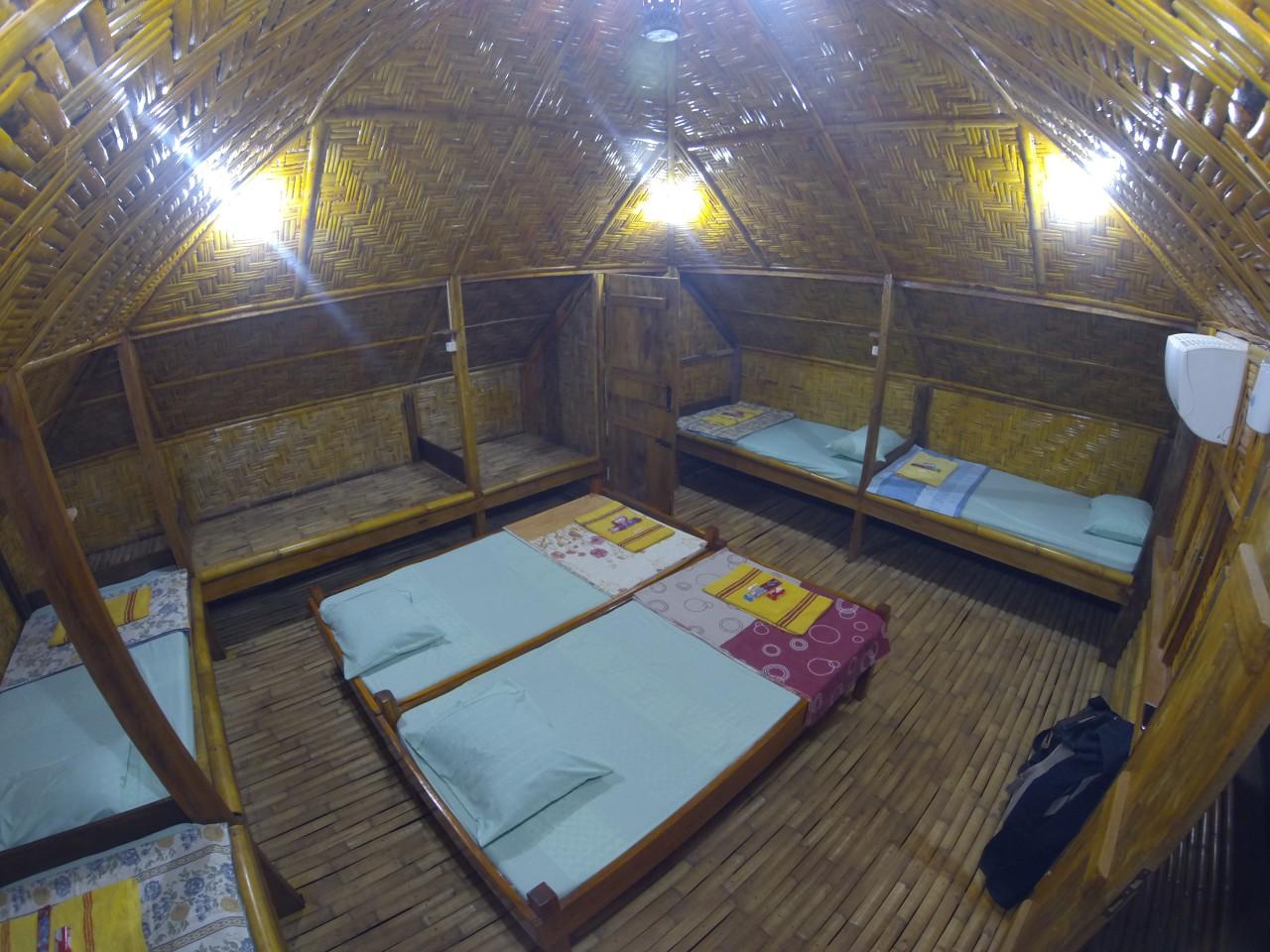 Kamar Rp 150,000/malam (bisa untuk 7 pax)