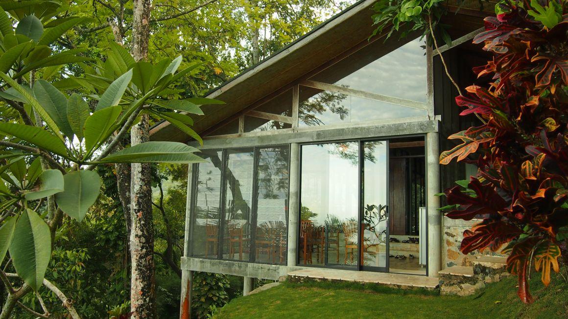 Desain modern minimalis Villa Air Manis